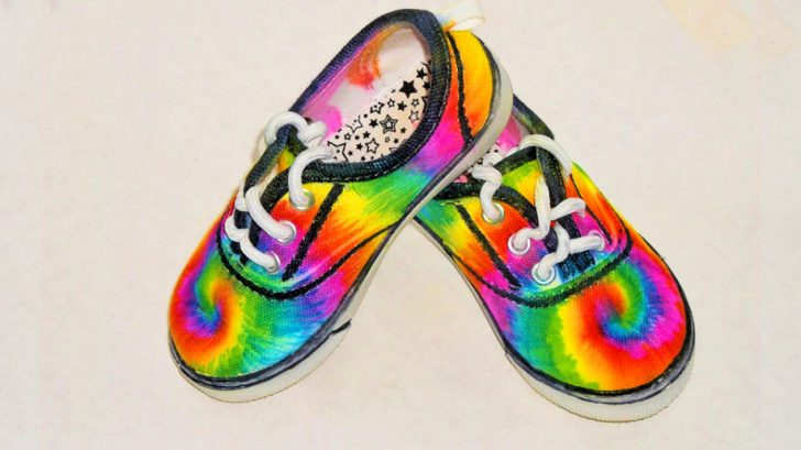 Tie Dye Shoes Using Permanent Markets