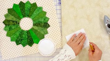 sewing tutorial Dresden Holiday Wreath Quilt Block