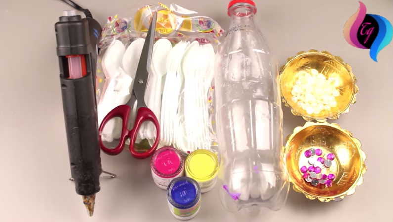 Make The Vase Of Your Dreams By Recycling Used Plastic Diy Ways