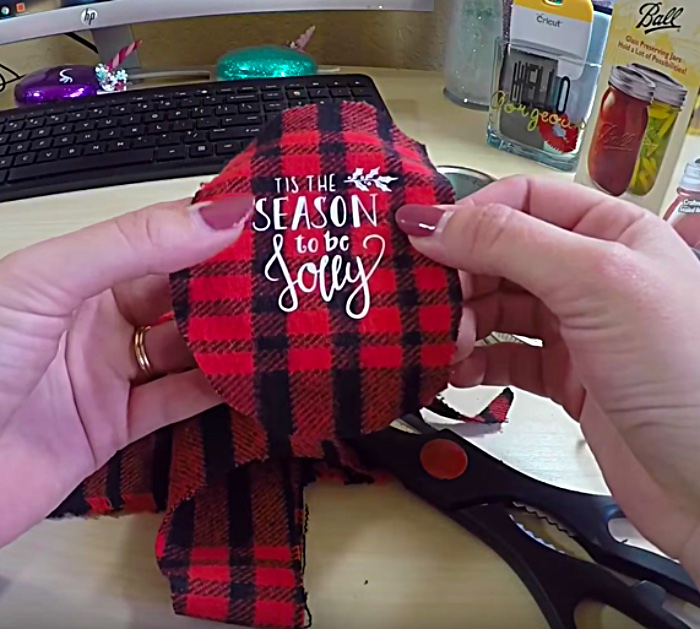 Mason Jar Lid Christmas Ornament Tutorial