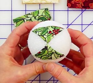 Learn to make this quick and easy no sew quilted Christmas ornament