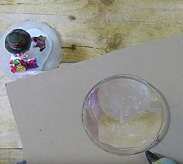 Try using your old wine glasses for this mini DIY snow scene
