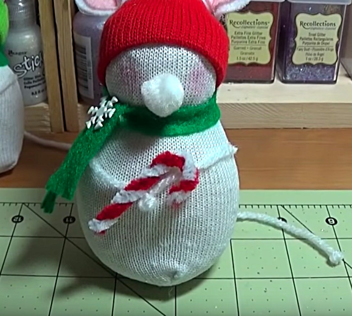 Make a DIY Cheap Quick Christmas Mouse Out Of Socks