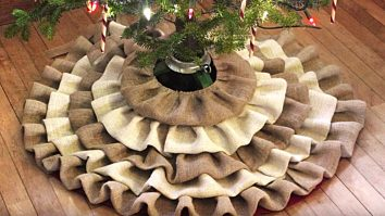 Learn To Make A DIY No-Sew Burlap Christmas Tree Skirt