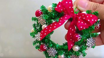 Learn to make DIY Mini Wreath Ornaments from pipe cleaners