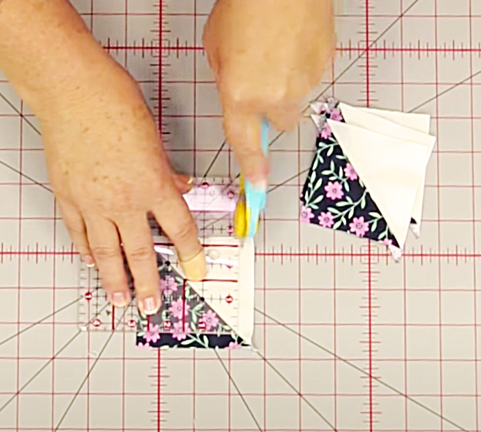 Make Quilting Blocks For A Hunter's Star Quilt Designed By Jenny Doan