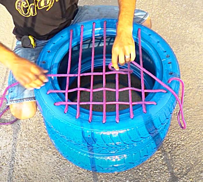 Use Bungee Cord To Make a DIY Tire Seat