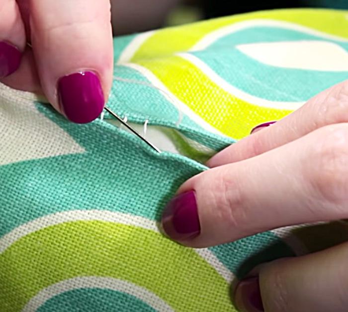 Make A Ladder Stitch To Sew An Invisible Stitch