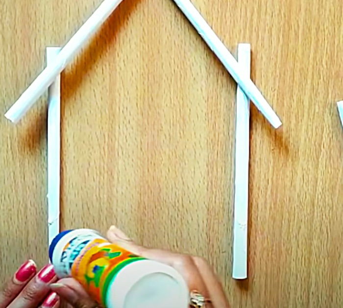 Roll Paper Into Straws To make A Paper Flower Wall Hanging